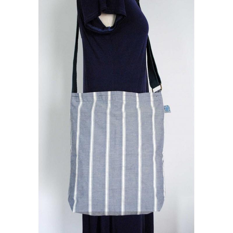06d72b0d3d Μπλέ Βαμβακερή γυναικεία τσάντα - Χειροποίητες τσάντες Πάρος. Loading zoom